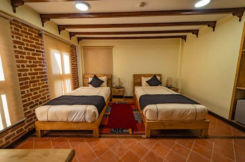 Traditional Stay twin bedroom